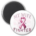 Mi esposa es un rosa del combatiente imán de frigorífico