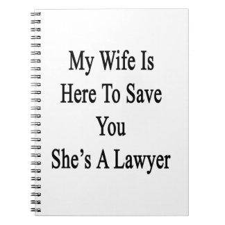 Mi esposa está aquí ahorrarle que ella es abogado libretas
