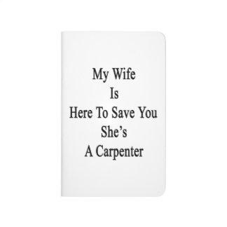 Mi esposa está aquí ahorrarle que ella es cuadernos grapados