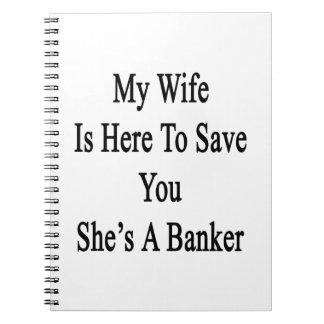 Mi esposa está aquí ahorrarle que ella es un libretas espirales
