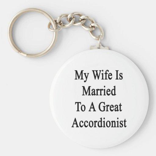 Mi esposa está casada con un gran acordeonista llaveros personalizados