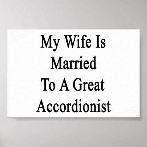 Mi esposa está casada con un gran acordeonista posters