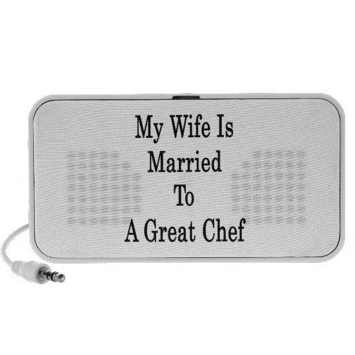 Mi esposa está casada con un gran cocinero mini altavoces
