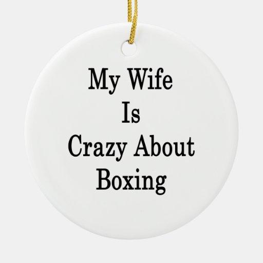 Mi esposa está loca por el boxeo adorno redondo de cerámica