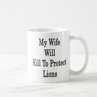 Mi esposa matará para proteger leones taza