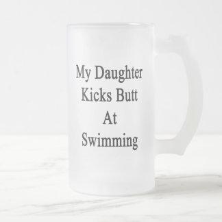 Mi extremo de los retrocesos de la hija en la taza cristal mate