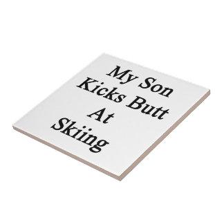 Mi extremo de los retrocesos del hijo en el esquí azulejo cuadrado pequeño