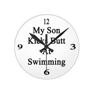 Mi extremo de los retrocesos del hijo en la reloj redondo mediano