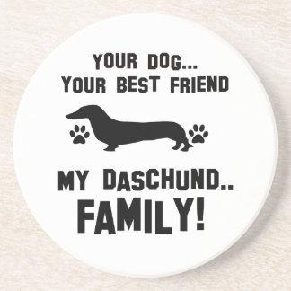 Mi familia del daschund, su perro apenas un mejor posavaso para bebida