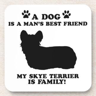 Mi familia del terrier de skye, su perro apenas posavasos
