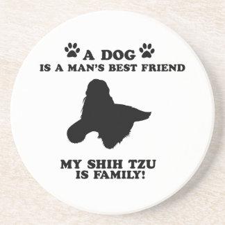 Mi familia del tzu de shih, su perro apenas un posavaso para bebida