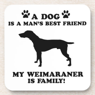 Mi familia del weimaraner, su perro apenas un posavaso
