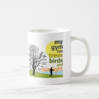 Mi gimnasio tiene árboles tazas de café