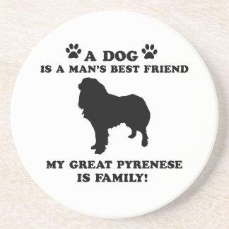Mi gran familia pyrenese, su perro apenas un mejor posavasos cerveza