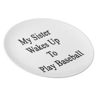 Mi hermana despierta para jugar a béisbol plato