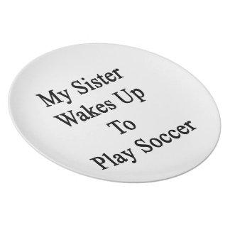 Mi hermana despierta para jugar a fútbol plato para fiesta