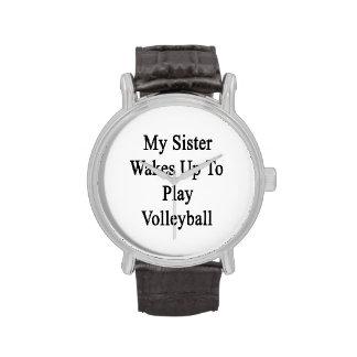 Mi hermana despierta para jugar a voleibol reloj