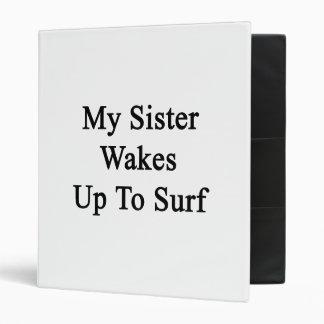 Mi hermana despierta para practicar surf