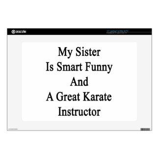 Mi hermana es divertida elegante y un gran karate portátil calcomanía