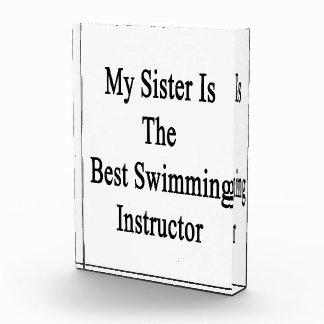 Mi hermana es el mejor instructor de la natación