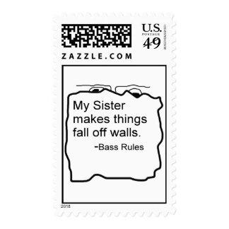 Mi hermana hace caída de las cosas del regalo del sello