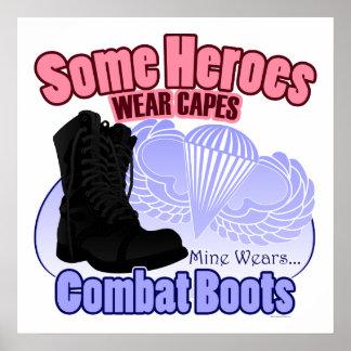 Mi héroe lleva botas de combate póster