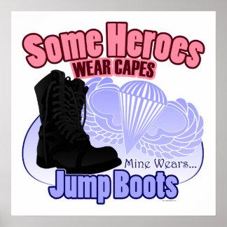 Mi héroe lleva botas del salto póster