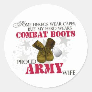 Mi héroe lleva las botas de combate - esposa del pegatina redonda