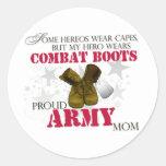 Mi héroe lleva las botas de combate - mamá del pegatina redonda