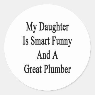Mi hija es divertida elegante y gran fontanero etiquetas redondas
