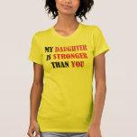 mi hija es más fuerte que usted camiseta
