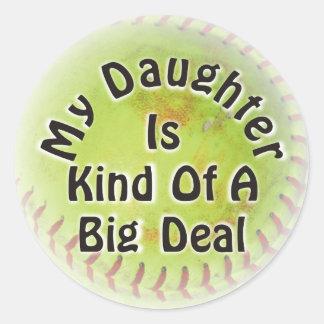 Mi hija es un poco una gran cosa pegatina redonda