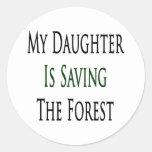 Mi hija está ahorrando el bosque pegatina redonda