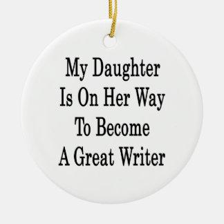 Mi hija está en su manera de hacer gran escritor ornamentos de reyes