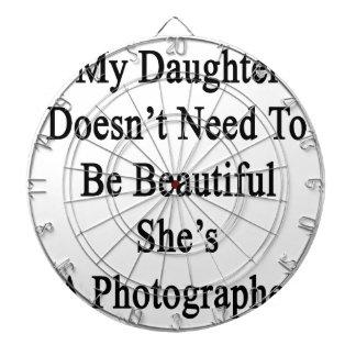 Mi hija no necesita ser hermosa ella es A P Tablero De Dardos