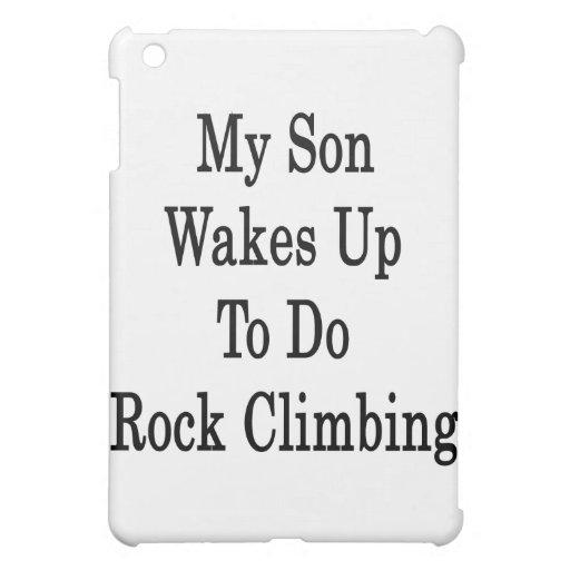 Mi hijo despierta para hacer la escalada