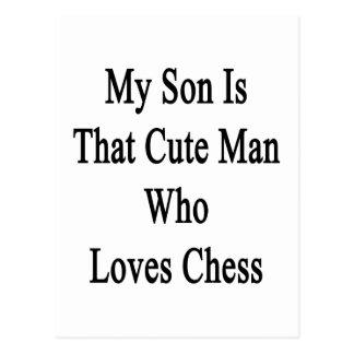 Mi hijo es ese hombre lindo que ama ajedrez tarjetas postales