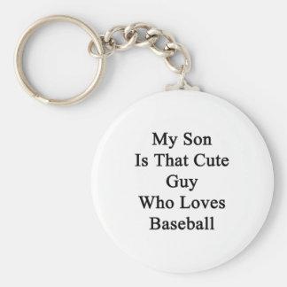 Mi hijo es ese individuo lindo que ama béisbol llavero redondo tipo pin