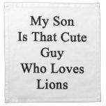 Mi hijo es ese individuo lindo que ama leones servilletas imprimidas
