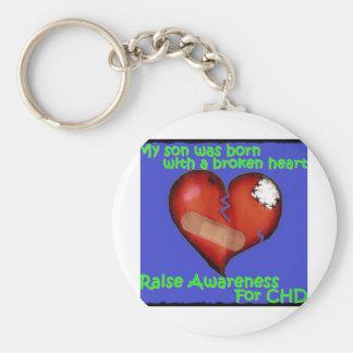 Mi hijo nació con un corazón quebrado llavero redondo tipo pin
