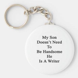 Mi hijo no necesita ser hermoso él es escritor llaveros personalizados