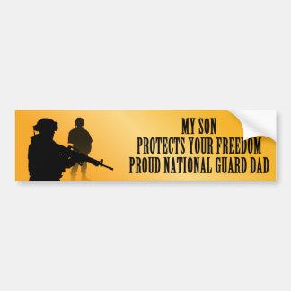 Mi hijo protege su libertad (el papá del Guardia N Etiqueta De Parachoque