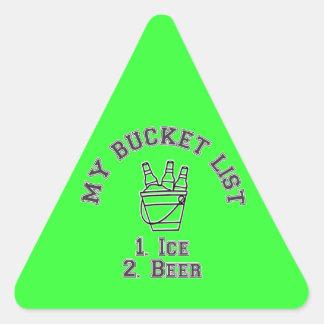 Mi humor de la lista del cubo - hielo y cerveza pegatina triangular