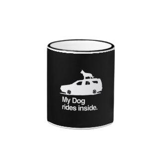 Mi interior de los paseos del perro - .png taza de dos colores
