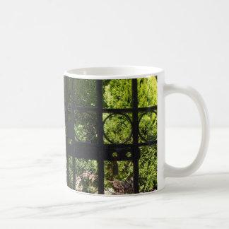 Mi jardín secreto taza básica blanca