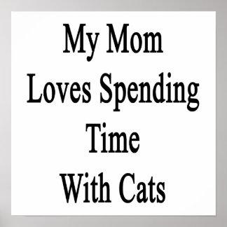Mi mamá ama el pasar de tiempo con los gatos posters