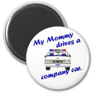 Mi mamá conduce un coche de compañía imán redondo 5 cm