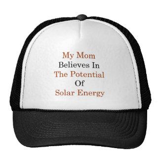 Mi mamá cree en el potencial de la energía solar gorras
