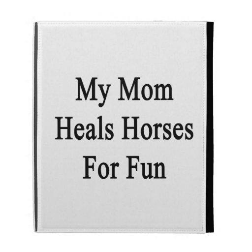 Mi mamá cura los caballos para la diversión