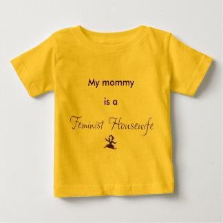 Mi mamá es ama de casa feminista playera de bebé
